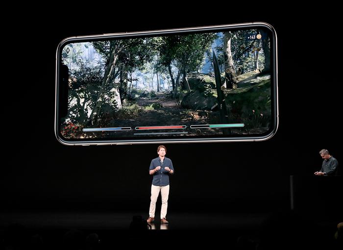 a12-bionic-apple-keynote_todd-howard-bethesda-game_09122018_big.jpg.large_2x